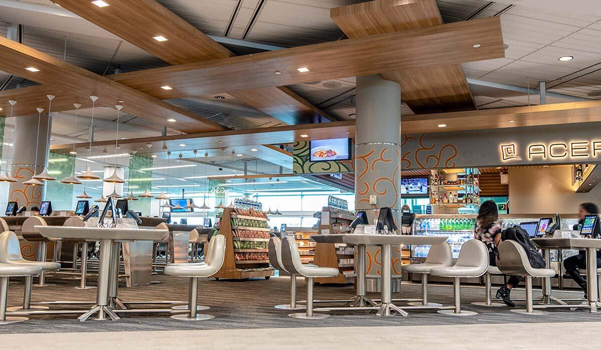 کافه در فرودگاه