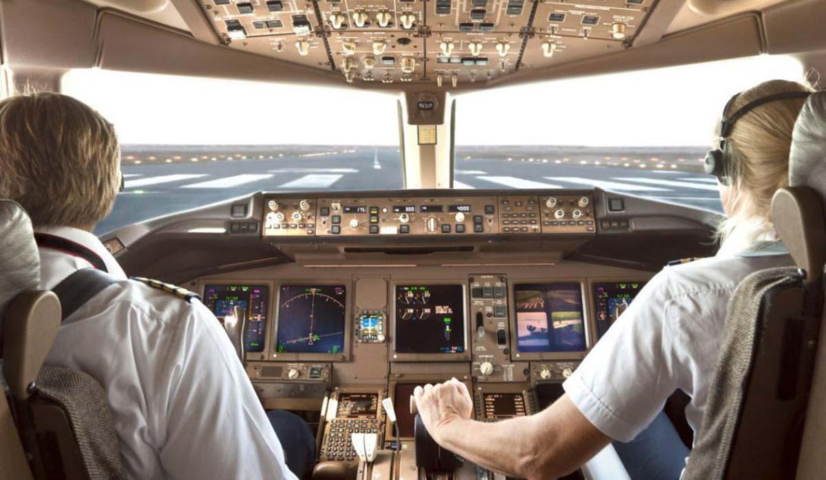 کابین خلبان در هواپیما