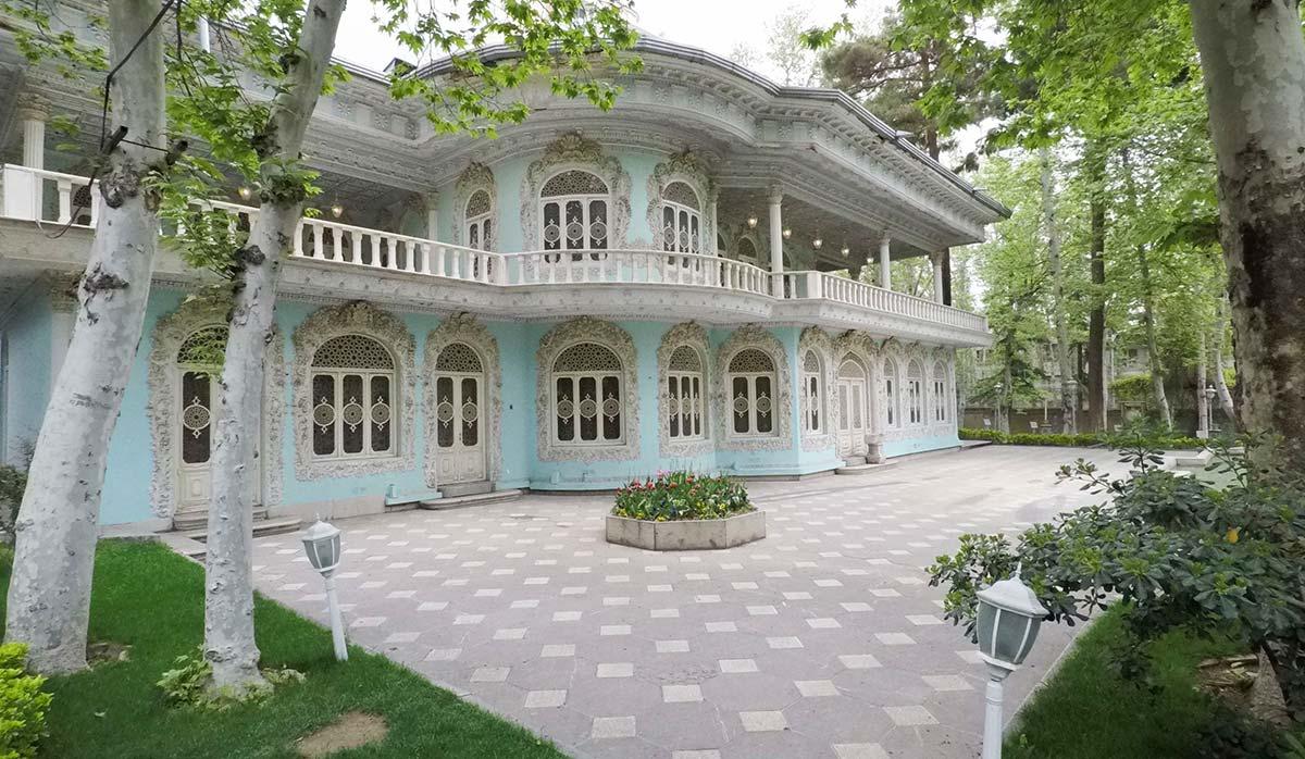 فضای بیرونی موزه زمان تهران