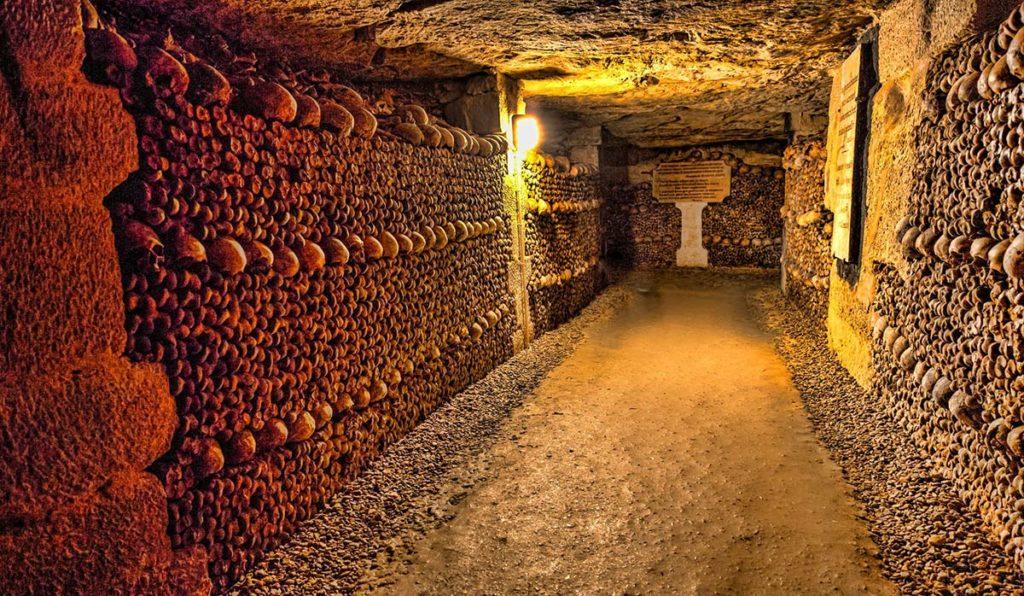 زیرزمین مردگان