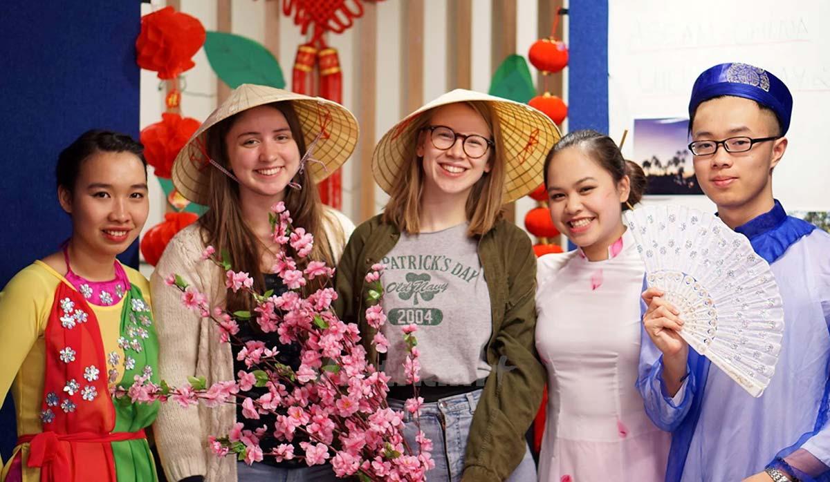 کلاه مخروطی ویتنام