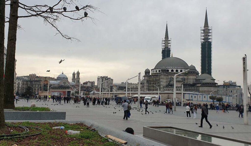 میدان تکسیم