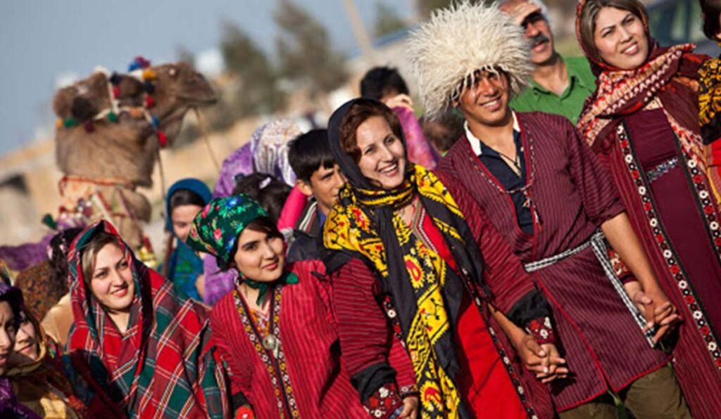 مردم تبریز ترک زبان هستند و هرهنگ و آدابو رسوم بسیار زیبایی دارند